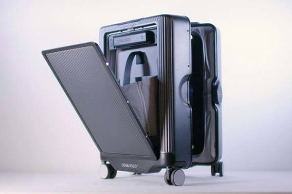 Cowarobot R1 Smart Suitcase Autonomously Follows You